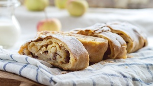 Apple Baking Strudel 2000x1333 Wallpaper
