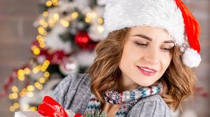 Woman Santa Hat Gift Brunette 2580x2140 wallpaper